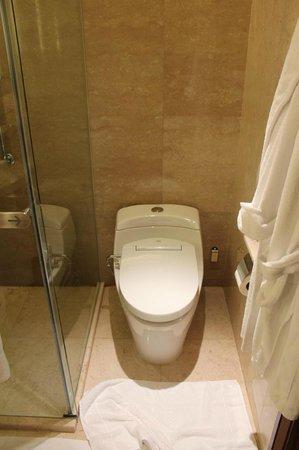 Shangri-La Hotel Kuala Lumpur: Toilet