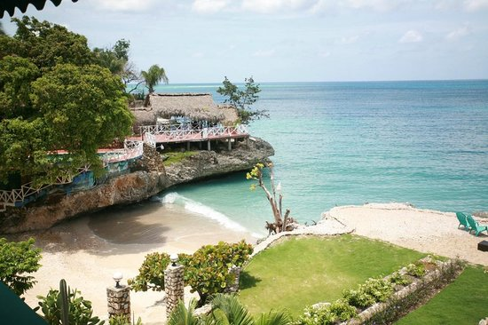 Port-Salut, Haiti: Beach and restaurant area