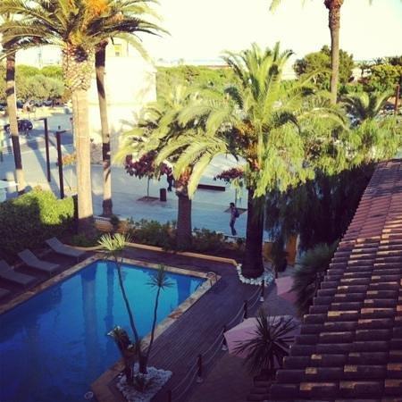 Hotel Ceferino: piscina desde la segunda planta