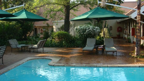 Swimming pool sitting area picture of waterkloof guesthouse pretoria tripadvisor Swimming pool maintenance pretoria
