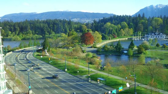 Lord Stanley Suites On The Park: Stanley Park e marina vistos do hotel