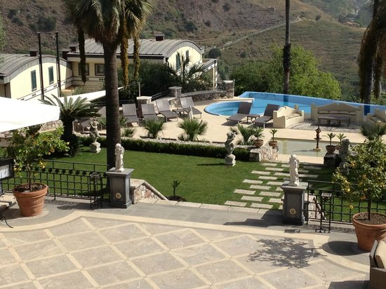 The Ashbee Hotel: Pool & Garten