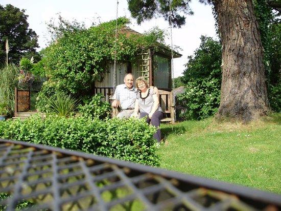 Lavender House Hotel: Swinging chair in garden