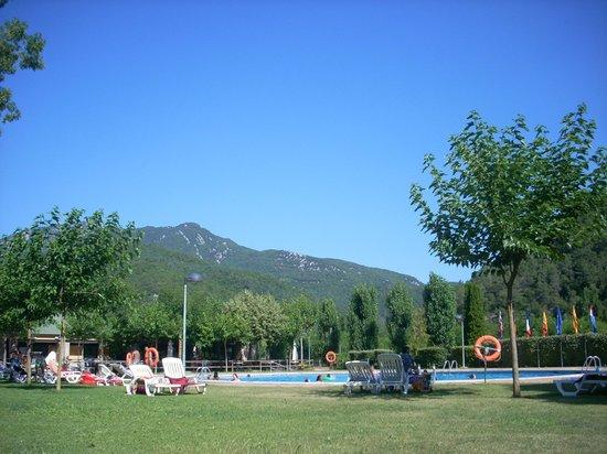 Bassegoda Park: Vistas desde la piscina... Una pasada!!!