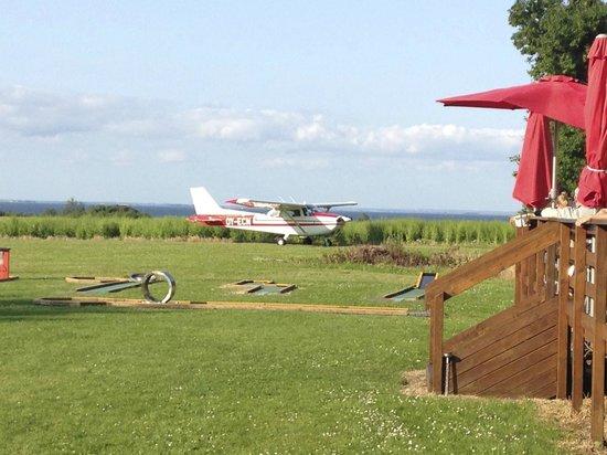 Femo Kro & Kursuscenter: Femo Kro has their own landing strip