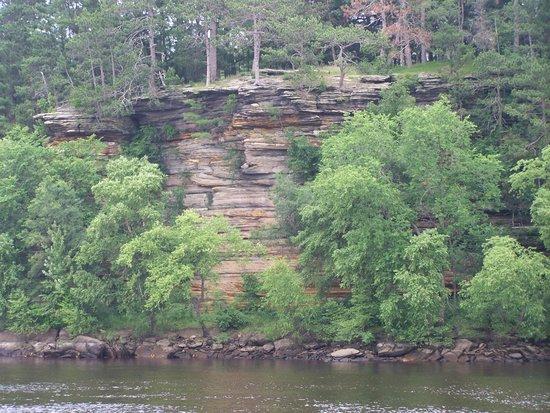 Original Wisconsin Ducks : Sand stone cliffs