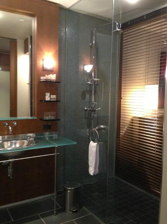 Hotel Le Germain Toronto: have a great shower!