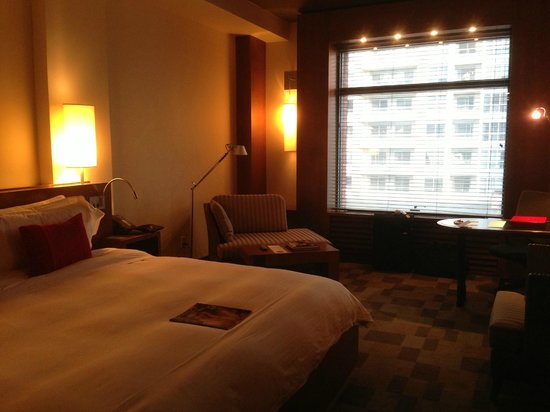 Le Germain Hotel Toronto Mercer: from the bedroom to the window