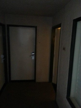 Anaheim Desert Inn and Suites: Dungeon Entrance