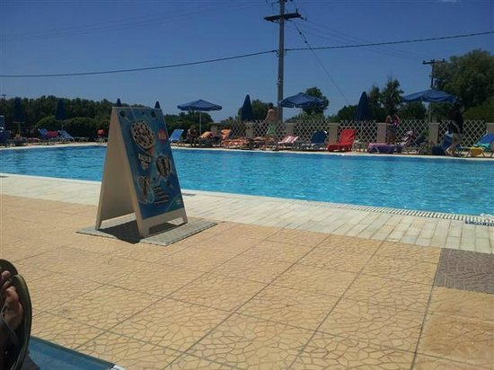 Denny's Inn Hotel: pool