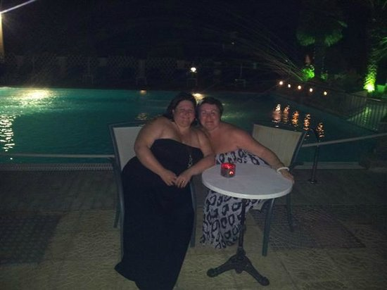 Denny's Inn Hotel: chilling by the pool at night