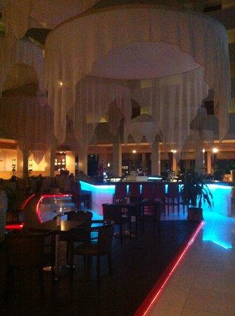 Grand Prestige Hotel & Spa: The Bar at night
