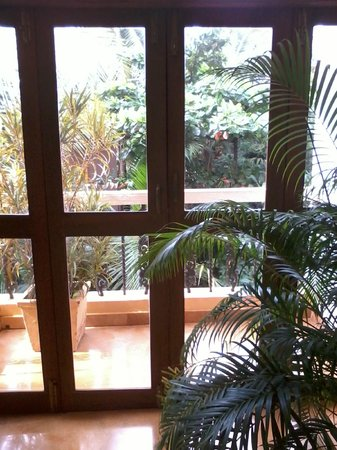 Bougainvillea Guest House Goa: balcony