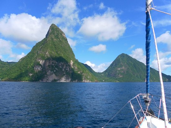 Bateau Mygo Sailing Charters: Sailing to the Pitons