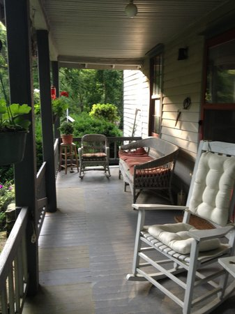 Ox-Ford Farm Bed & Breakfast Inn: Front porch