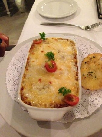 Deva Bistro Restaurant: Perfect Lasagne. my compliment