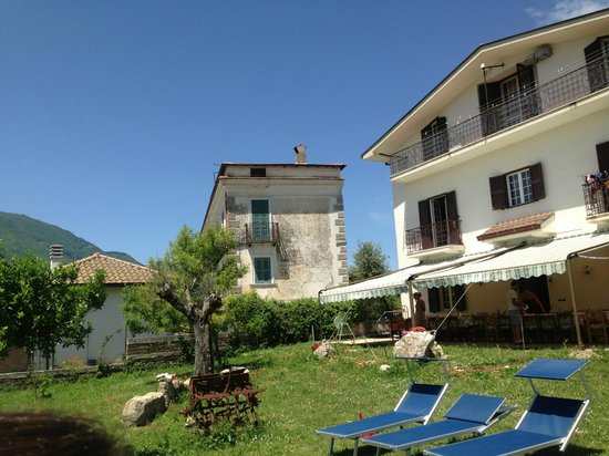 Italy Farm Stay: main house and patio