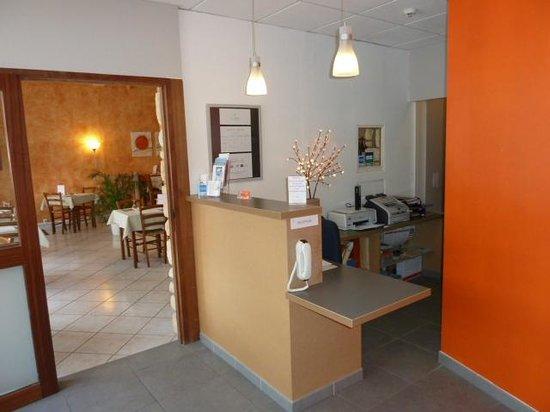 Hotel La Luna: Réception