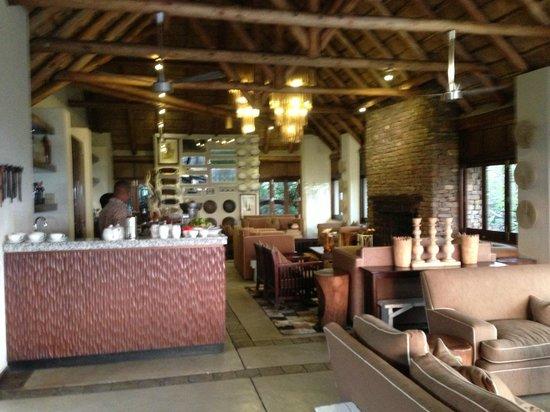 andBeyond Phinda Mountain Lodge: Mtn Lodge Lobby