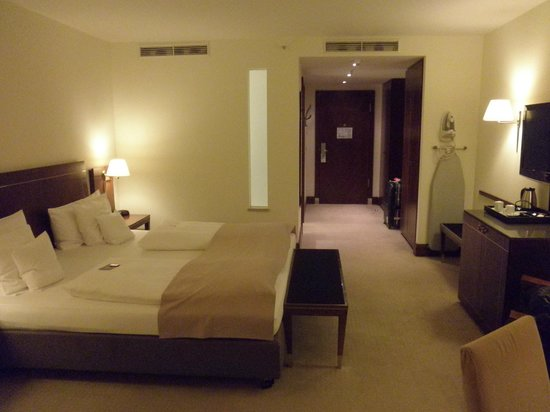 Sheraton Carlton Hotel Nuernberg: Guest room
