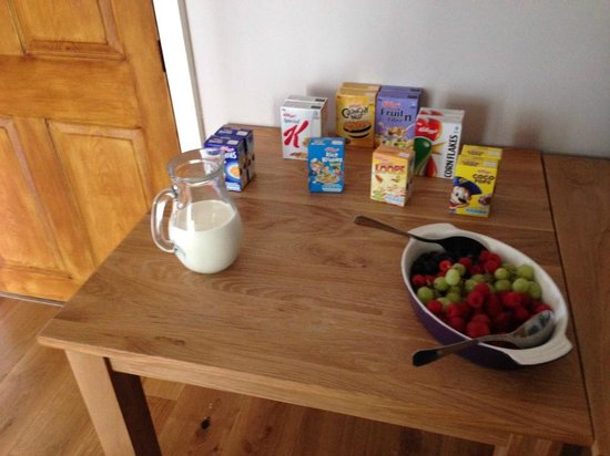 Brook Farm Bed and Breakfast: Fruit fresh from the farm