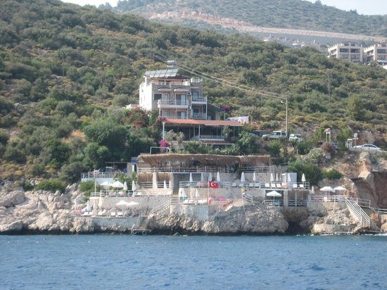 Caretta Boutique Hotel : View of the Caretta from the water taxi