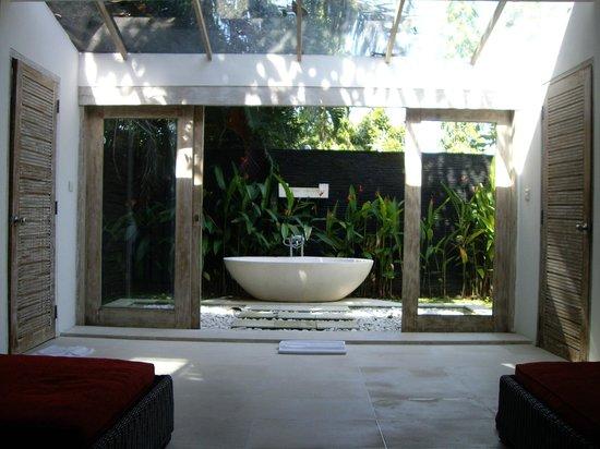 Villa Infinity Bali : Outdoor bath