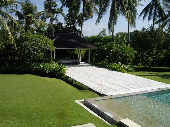 Villa Infinity Bali: Pool decking