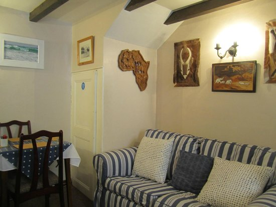 Downlong Cottage Guest House: Dining