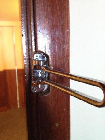 Hotel Marina Palace Rio Leblon: fechadura quebrada
