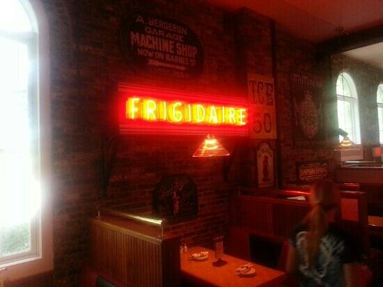 Cheers Grille & Bar : frigidaire