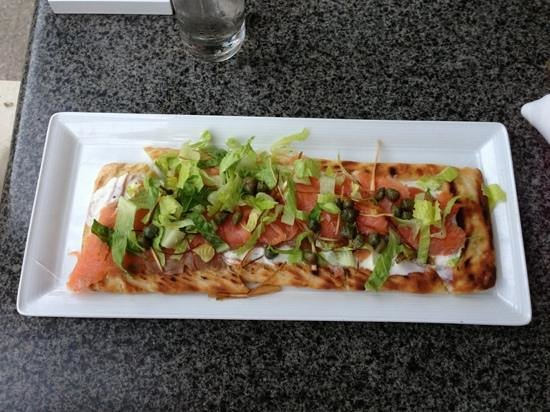 Churchill Lounge: smoked salmon flatbread