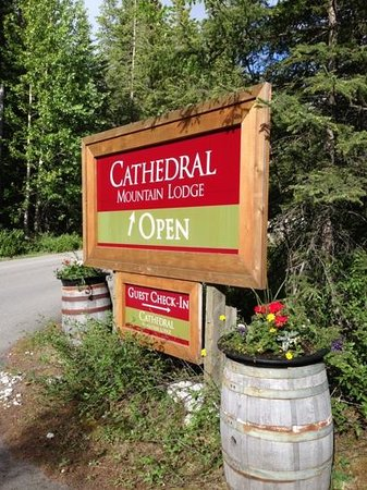 Cathedral Mountain Lodge: welcome