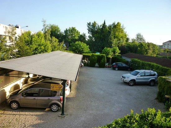 Europ'Hotel: Parking couvert+ piscine dans la verdure