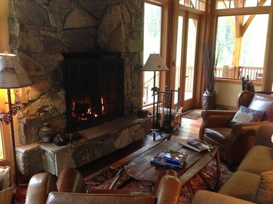 Cathedral Mountain Lodge: dining room fire place