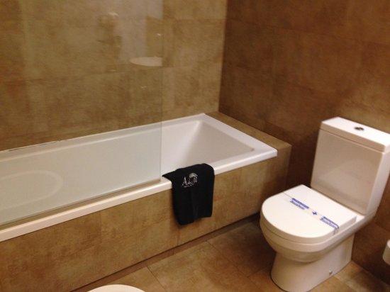 Adealba Hotel: Baño 2
