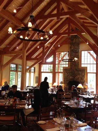 Cathedral Mountain Lodge : dining room