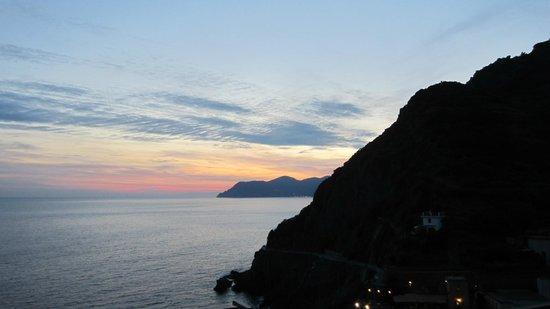 La Scogliera: Walk above Riomaggiore