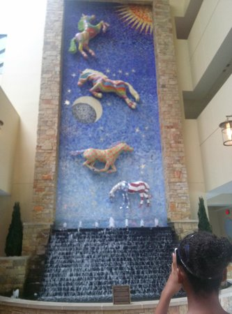 Hilton Lexington Downtown: Mosaic in Lobby