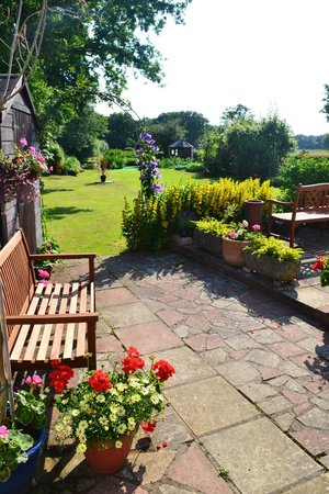 Oak Tree Cottage Bed and Breakfast: View from the Garden Suite