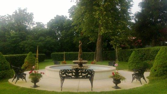 Belvedere Inn & Restaurant: grounds