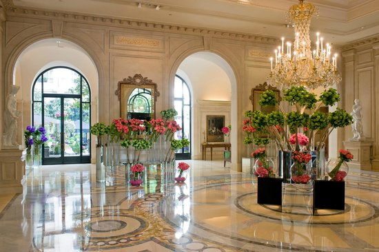 Four seasons hotel george v paris updated 2018 prices for Hotel george v jardins
