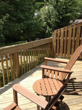 The Village Inns of Blowing Rock: Village Inn: back porch
