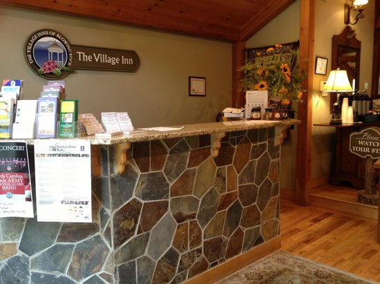 Village Inn of Blowing Rock: front desk