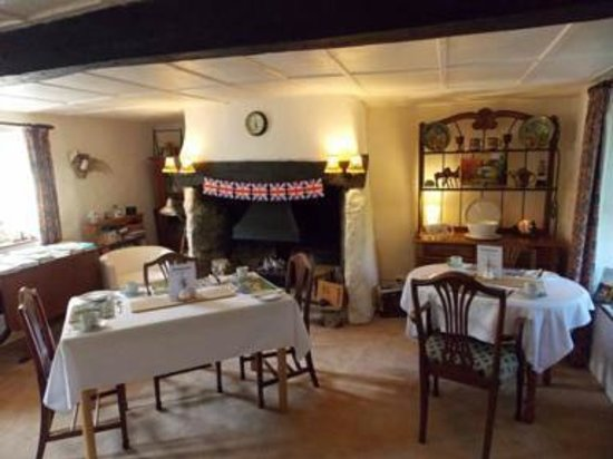The LongHouse B&B: Our breakfast room