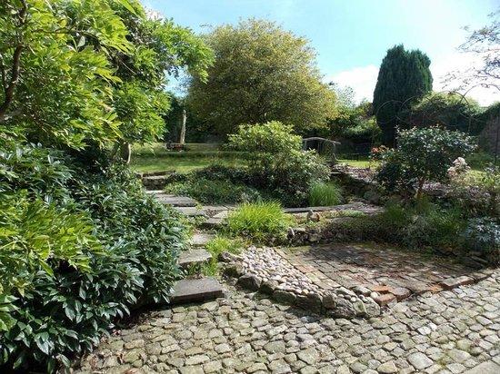 The LongHouse B&B : Our secret walled garden