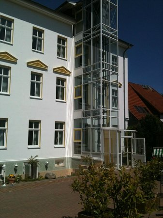 Pension Parkhotel Sassnitz Rügen: Outdoor Elevator Convenient to Parking