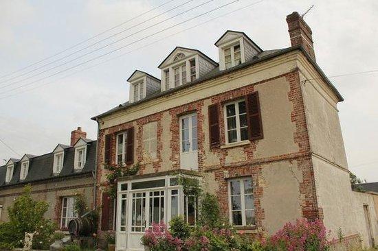 Aux Rives de Honfleur : From the outside