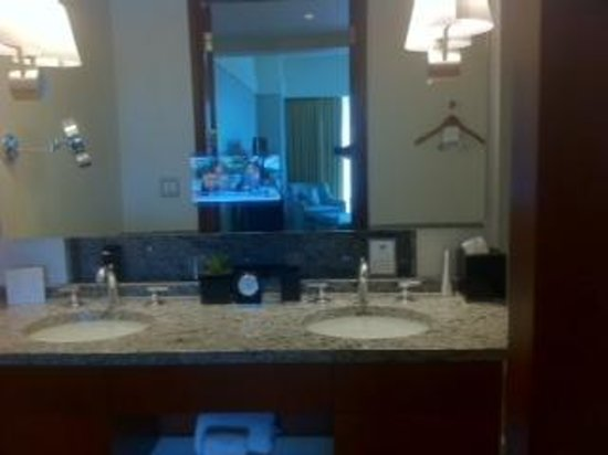 The Ritz-Carlton, Charlotte: bathroom with TV in mirror