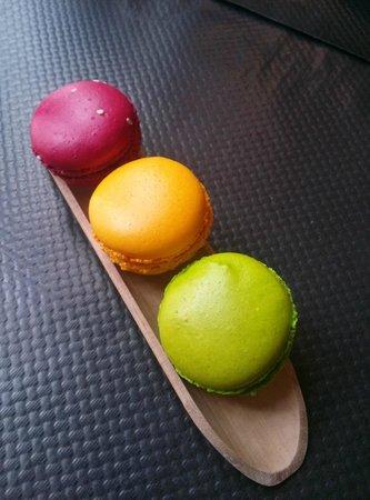 Effigie Créateur de Gourmandises : Trio de macarons : Grenadine/framboise - Rose/passion - Mojito